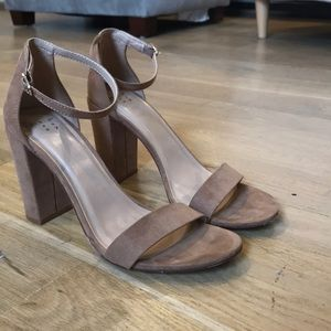 Gorgeous heels, only worn once!